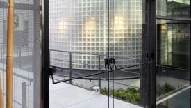 Edoors Produkte – Drehflügelnatriebe, Glastür Nahansicht