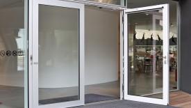 Edoors Produkte – Drehflügelantriebe, Tür Außenansicht geöffnet