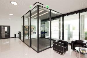Edoors Produkte – Drehflügelantriebe, Eckschiebetür in Raum