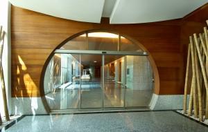 Edoors Produkte – Schiebetüranlagen, Tür in Glasbogen