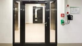Edoors Produkte – Verriegelungssysteme, Verriegelungssystem mit Telefon neben Tür
