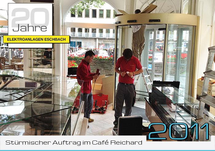 Stürmischer Auftrag im Café Reichard